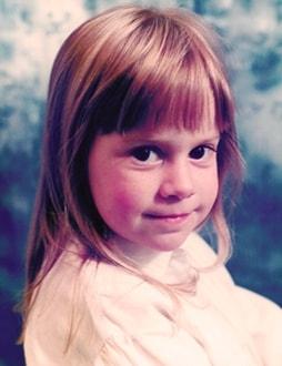 school photo small blonde girl